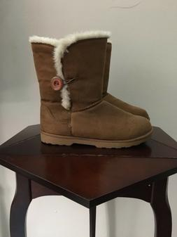 Women gorgeous  winter paw boots So size 9M color brown